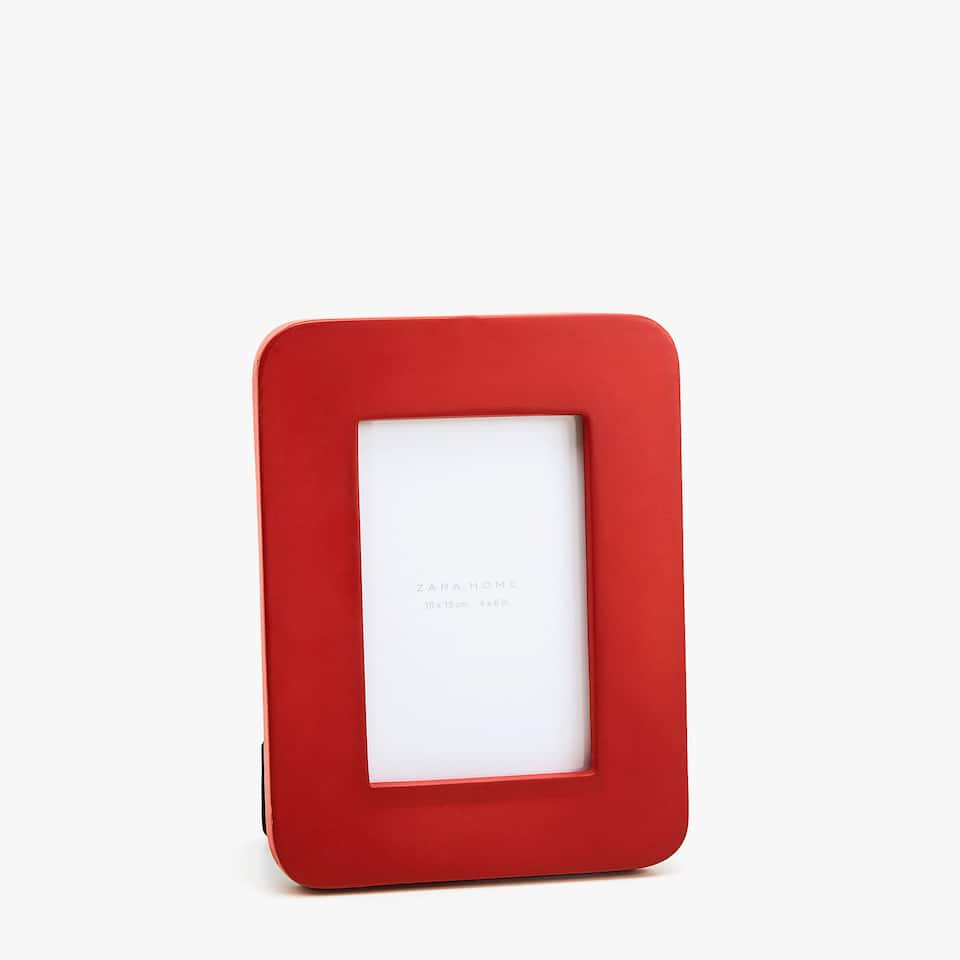 ROUNDED RED CEMENT FRAME