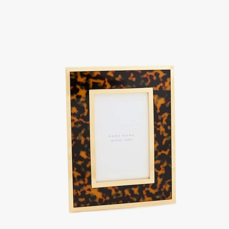 TORTOISESHELL-EFFECT FRAME WITH GOLD TRIMS