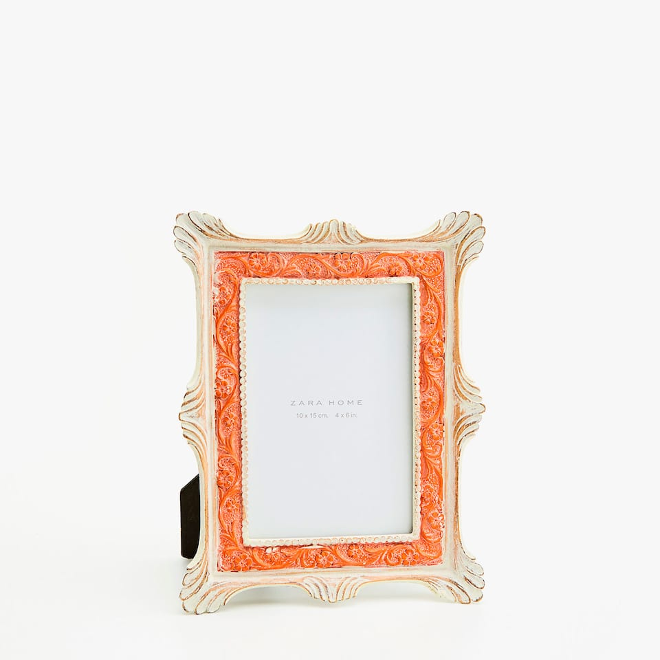 CLASSIC FRAME WITH ORANGE FLORAL DETAIL