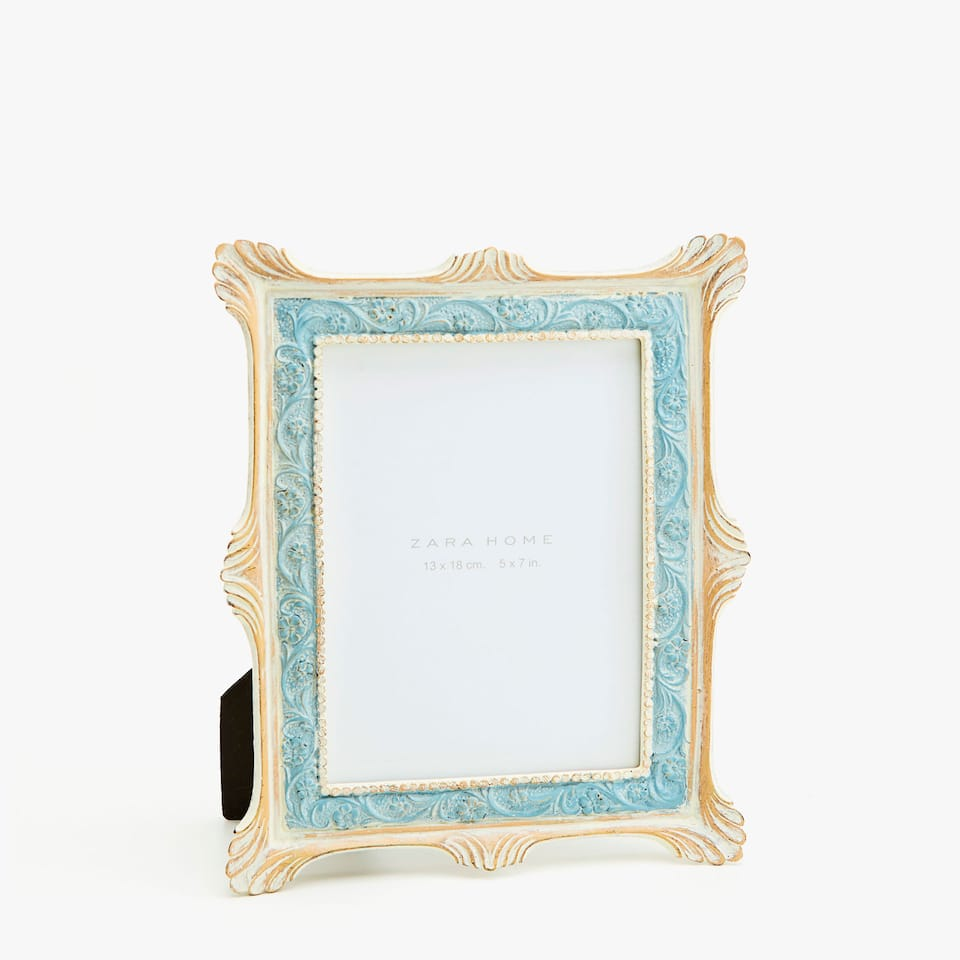 CLASSIC FRAME WITH BLUE FLORAL TRIM