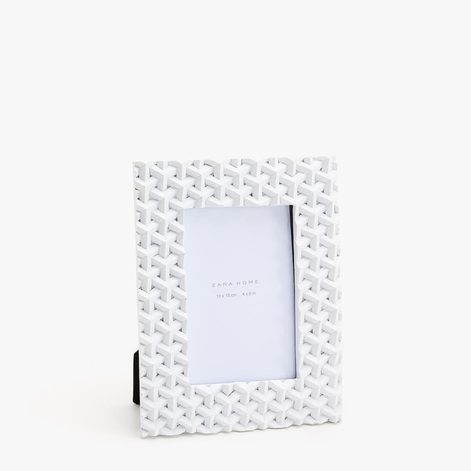 WHITE GEOMETRIC FRAME