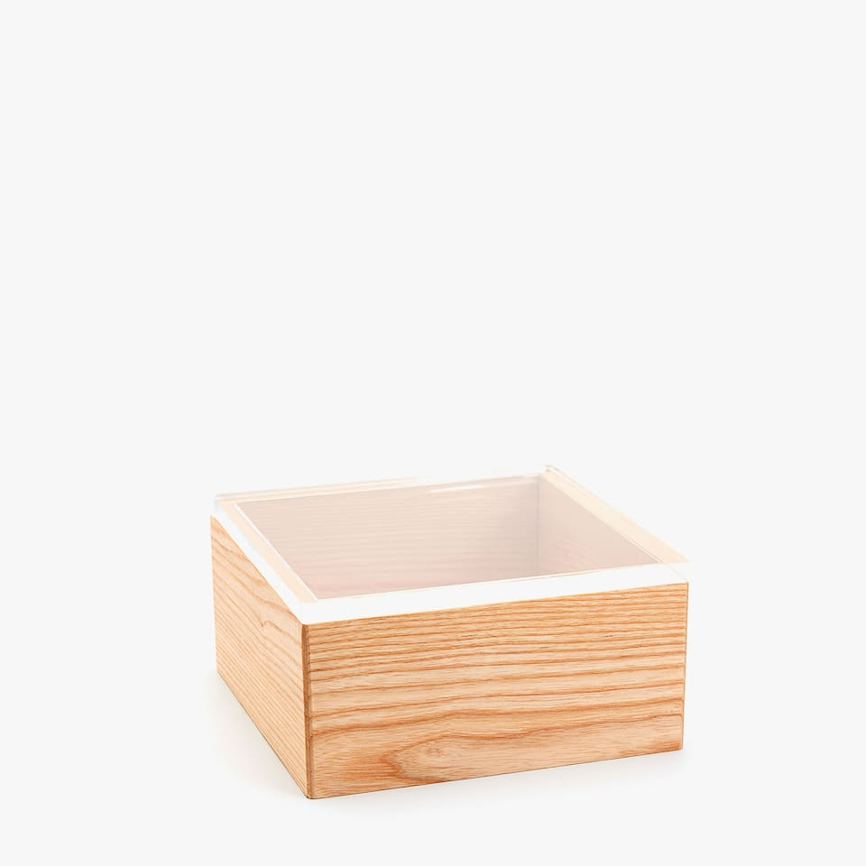 BOX WITH WOODEN BASE