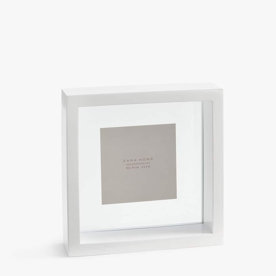 SQUARE SOLID WHITE FRAME