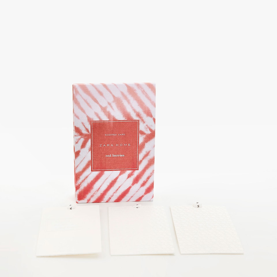 RED BERRIES SCENTED CARDS