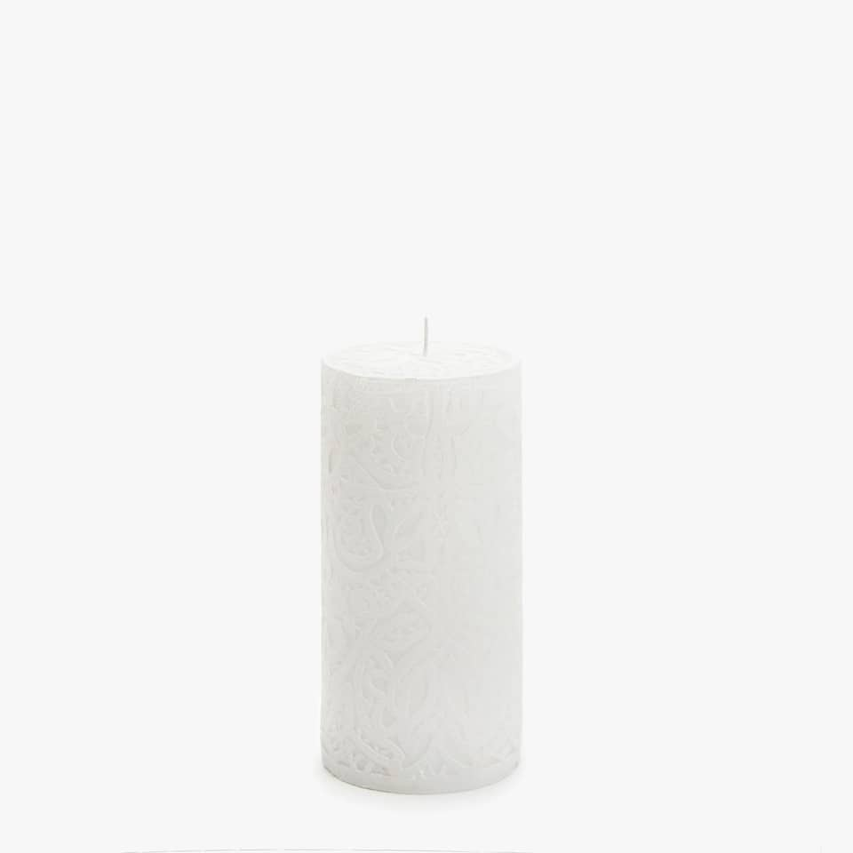EMBOSSED CYLINDRICAL CANDLE WITH FLORAL DESIGN