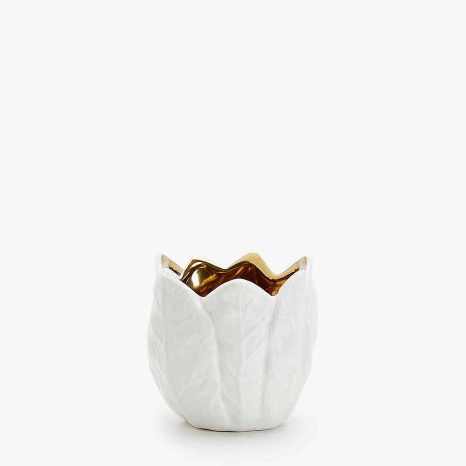 Leaf-shaped tealight holder