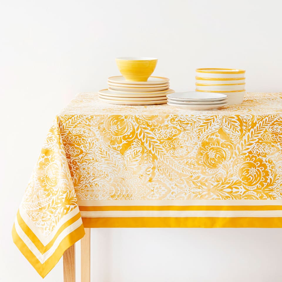 TABLECLOTH WITH CENTRE PAISLEY PRINT