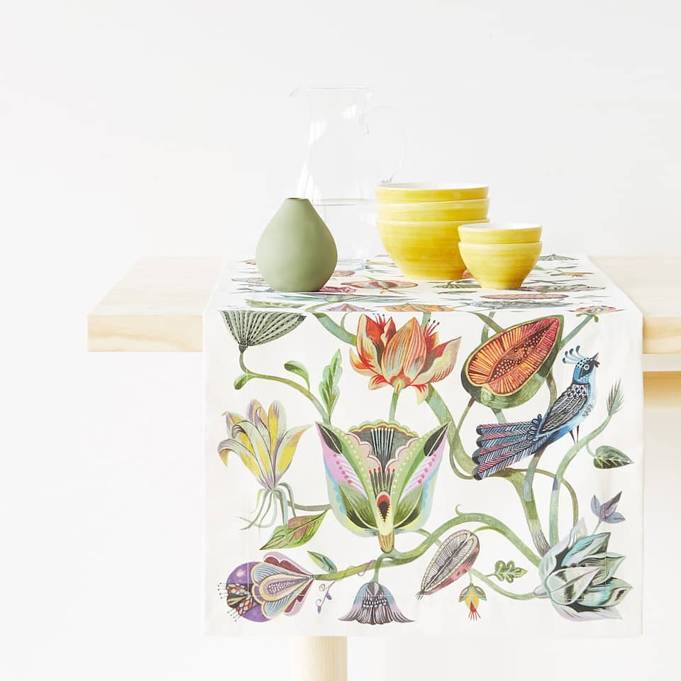 TROPICAL BIRD AND FLORAL PRINT TABLE RUNNER