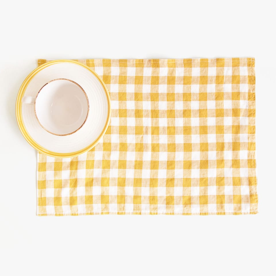 CHECKED FADED LINEN PLACEMAT