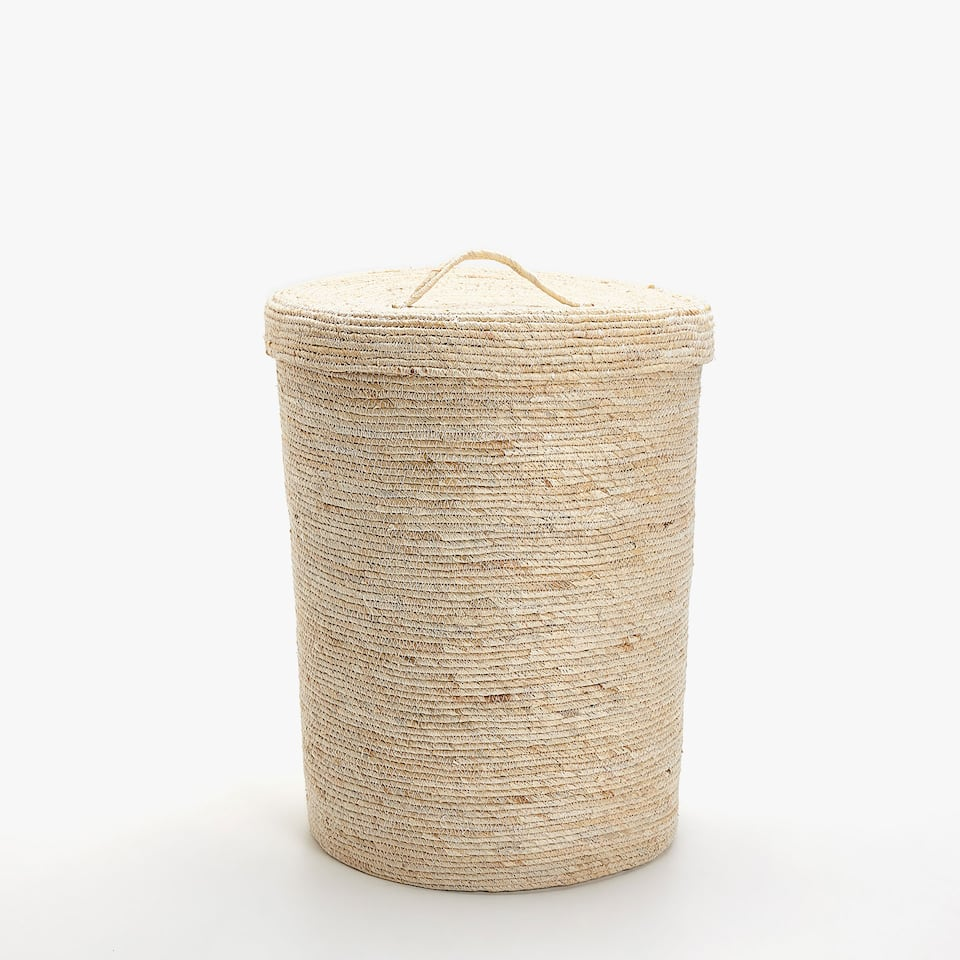 NATURAL-COLOURED CLOTHES BASKET