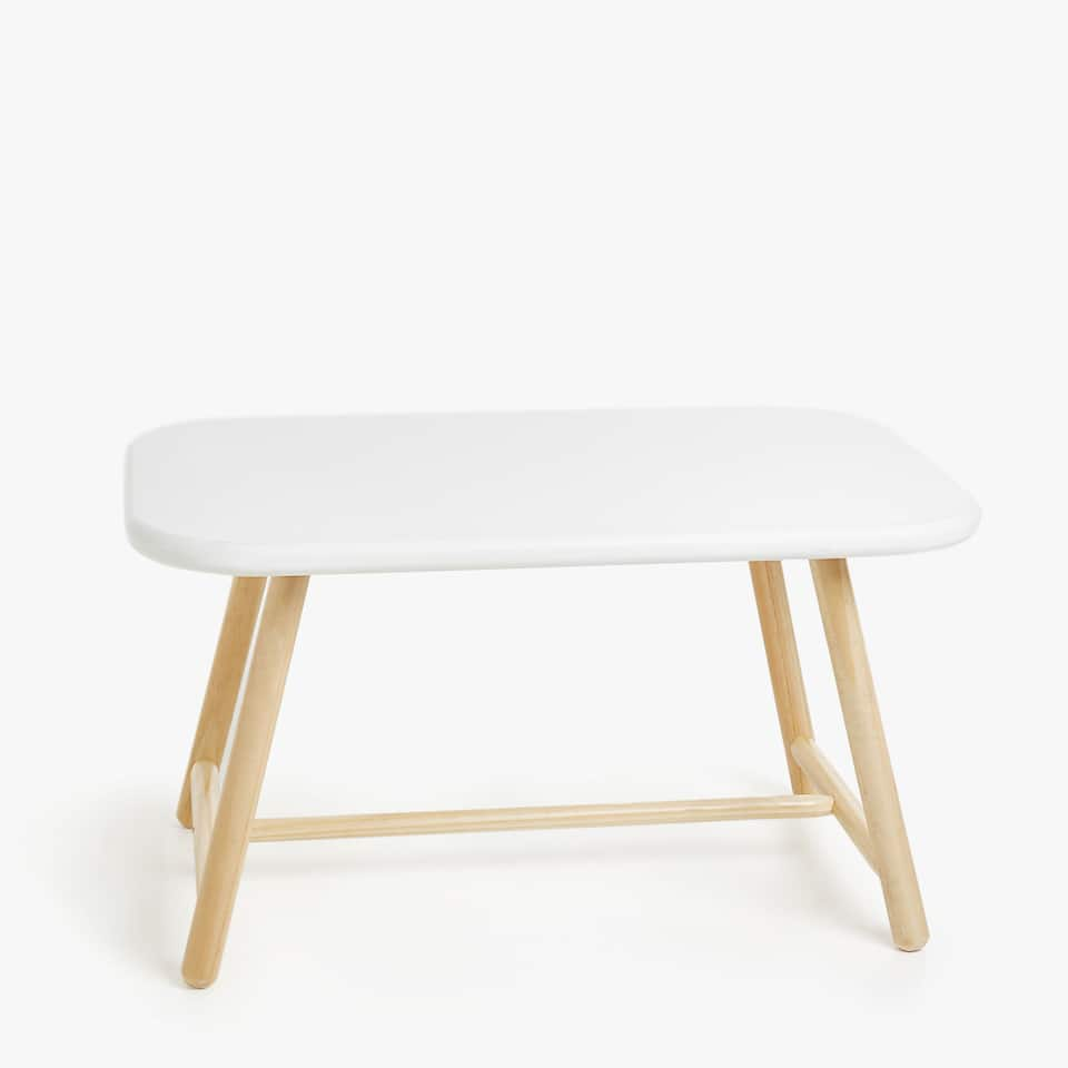 LONG TABLE WITH CONTRASTING LEGS
