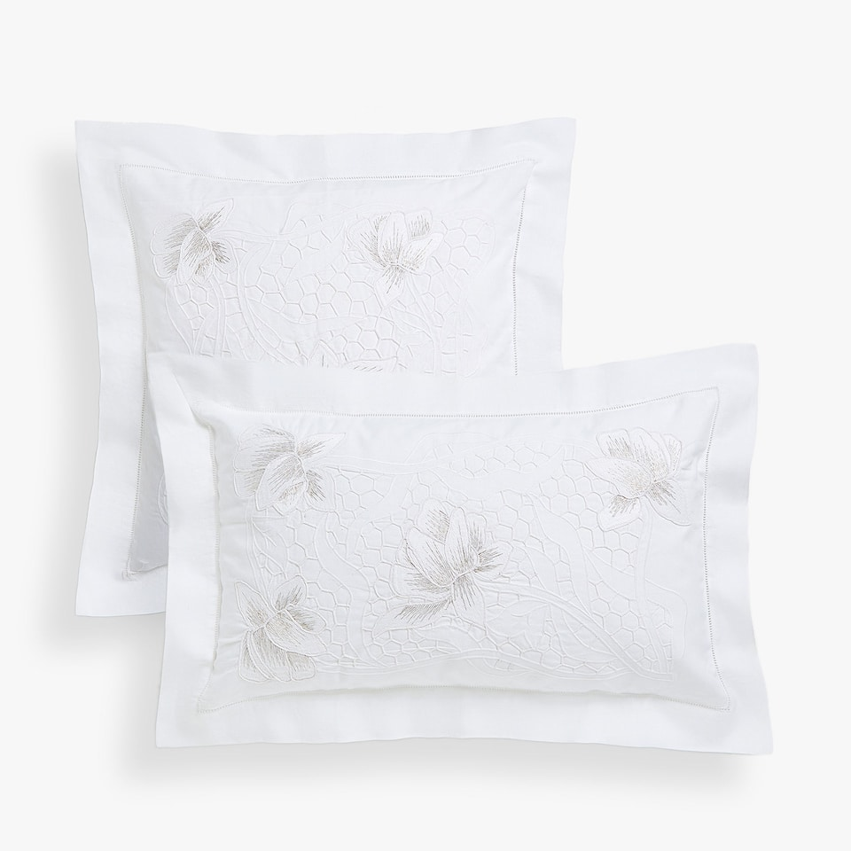 Embroidered cushion cover with metallic thread