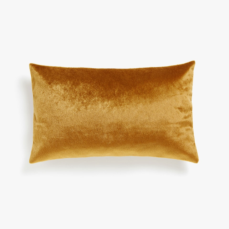 Shimmery cushion cover with short faux fur