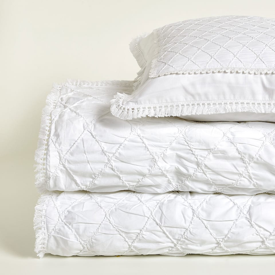 Quilted duvet cover with tassels