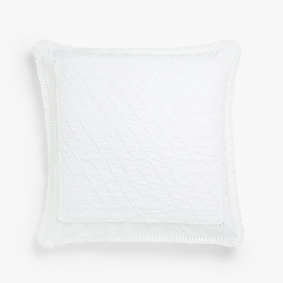Quilted pillow case with tassels