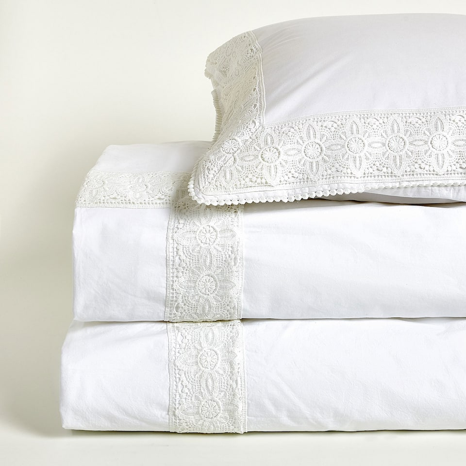 Washed percale duvet cover with lace trim