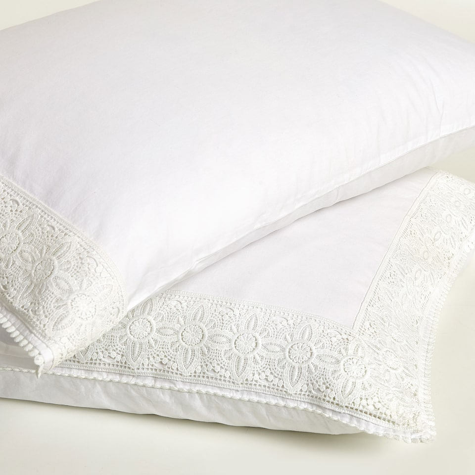 Washed percale cotton pillow case with lace trim