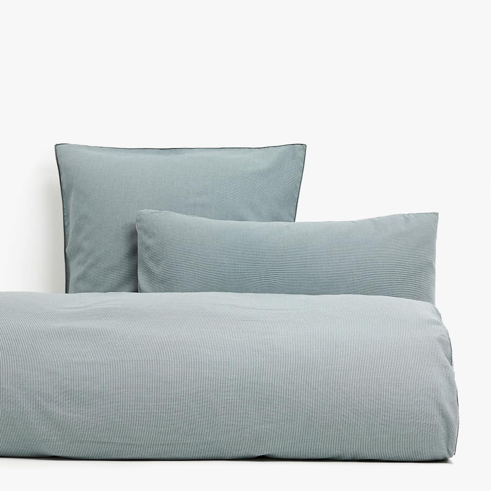 Washed percale overlock duvet cover with dyed thread