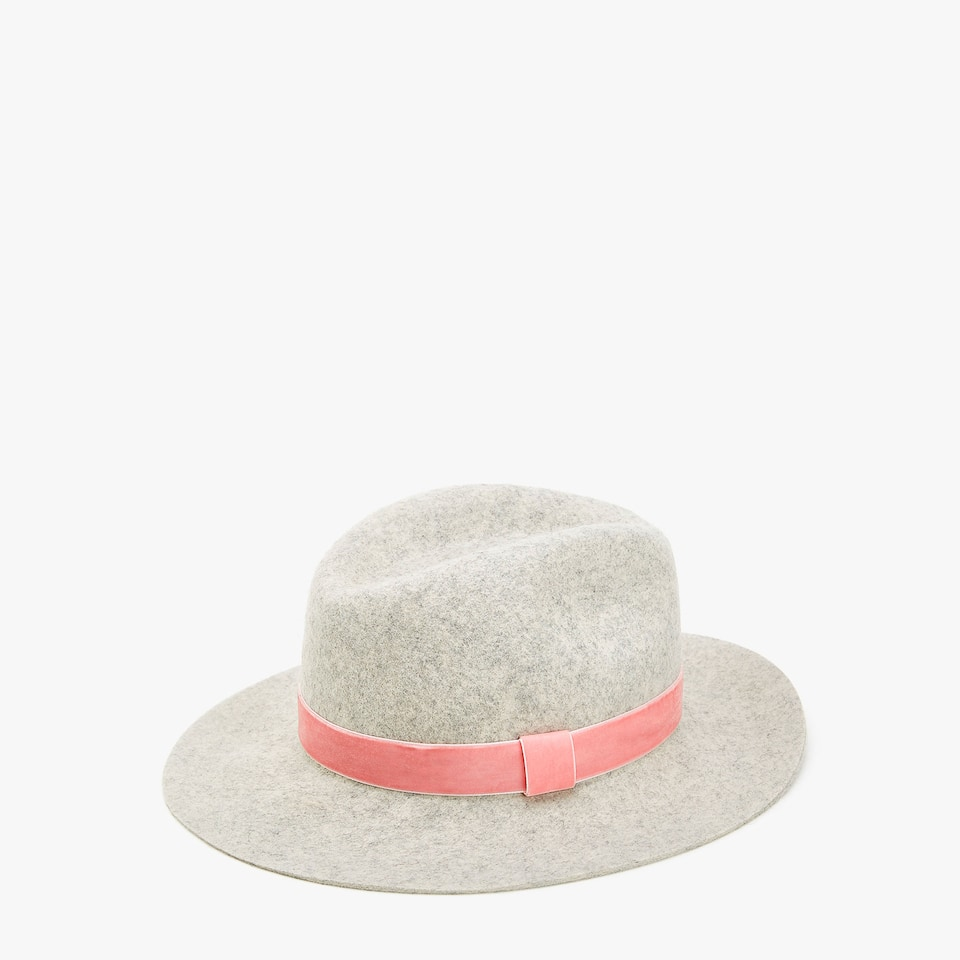 Grey wool hat with pink ribbon