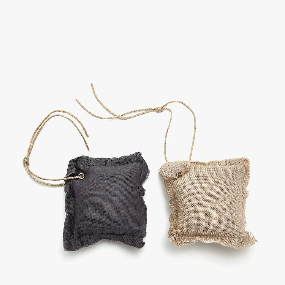 WHITE AND BEIGE SCENTED SACHET (SET OF 2)