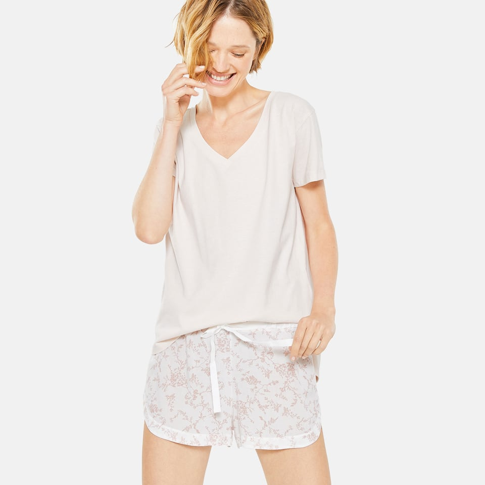 TWO-TONE FLORAL PRINT LOOSE-FITTING SHORTS