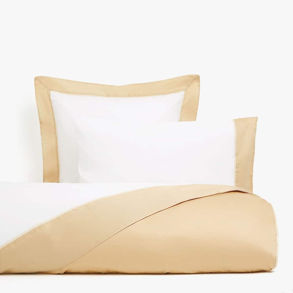 Duvet cover with gold edge
