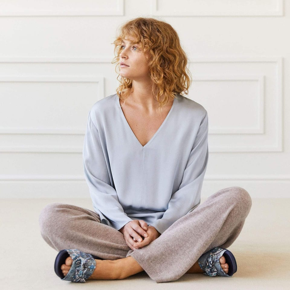 FLOWING V-NECK TUNIC
