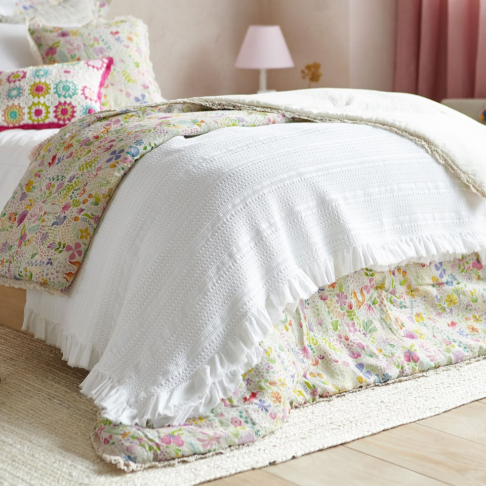 FLOWING COTTON BEDSPREAD WITH FRILL