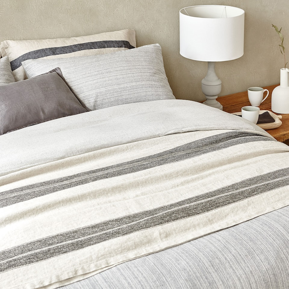 CONTRASTING STRIPES LINEN AND COTTON BEDSPREAD