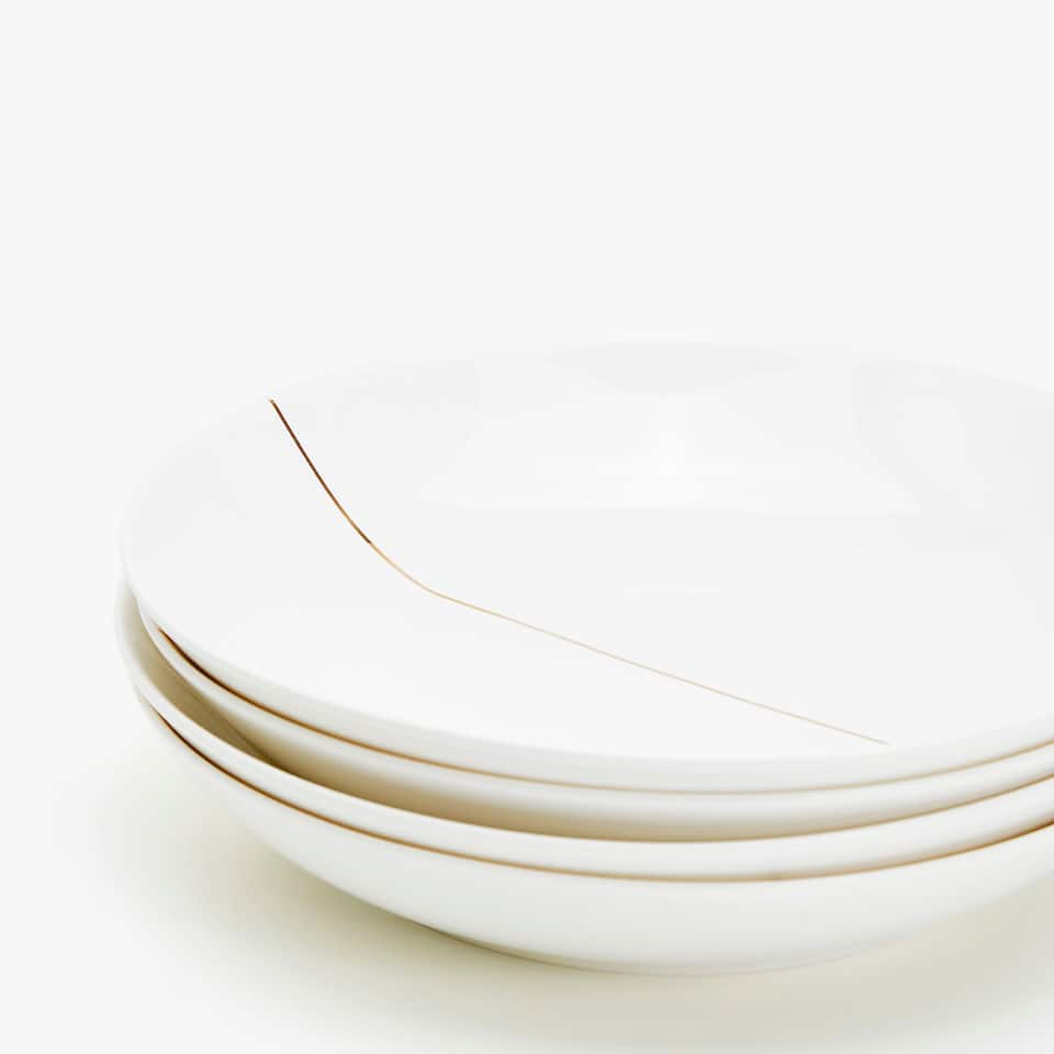 SOUP DISH WITH LINEAR DESIGN