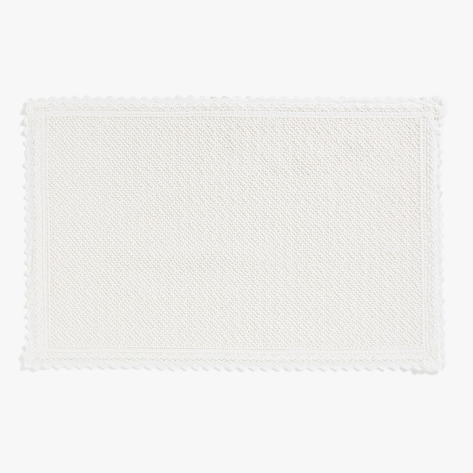 LACE-TRIMMED KNOTTED COTTON BATH MAT