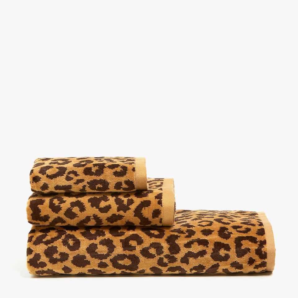 VELVETY COTTON TOWEL WITH LEOPARD PRINT