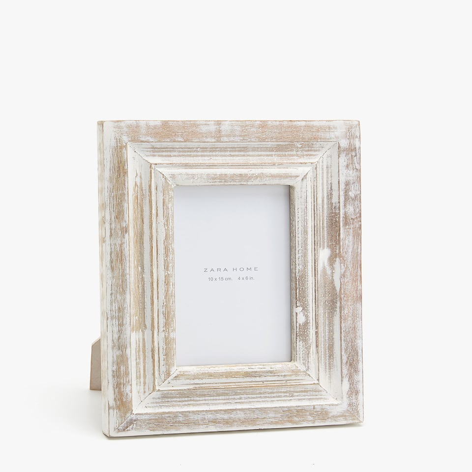 WHITE SCORED WOODEN FRAME