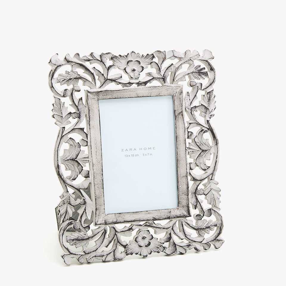 GREY DIE-CUT WOODEN FRAME