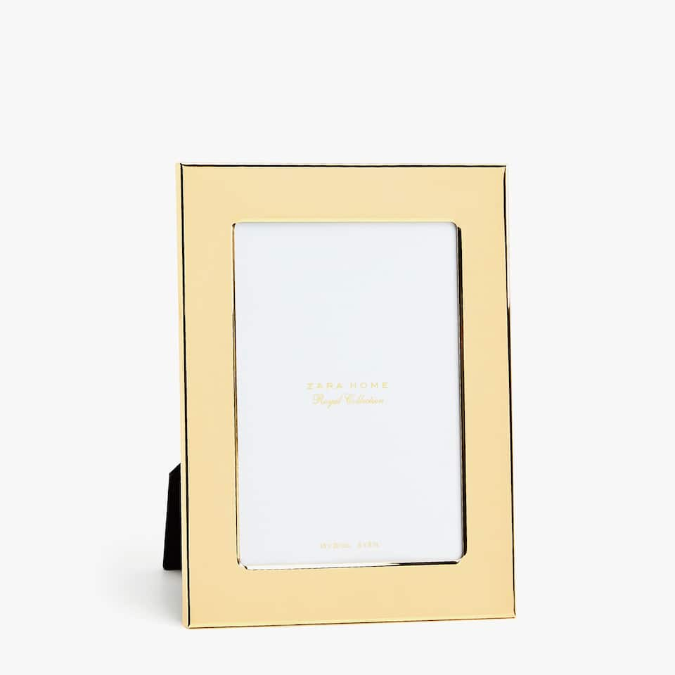 Solid gold-coloured frame