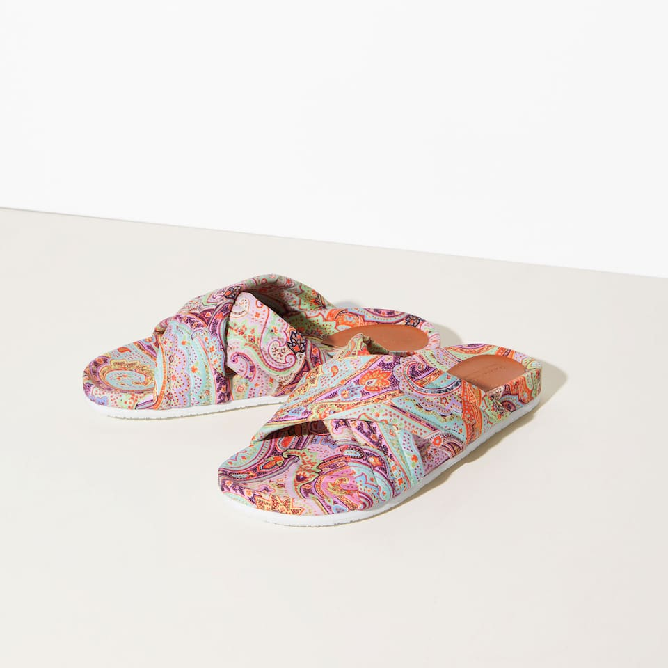 CROSSOVER PRINTED SANDALS