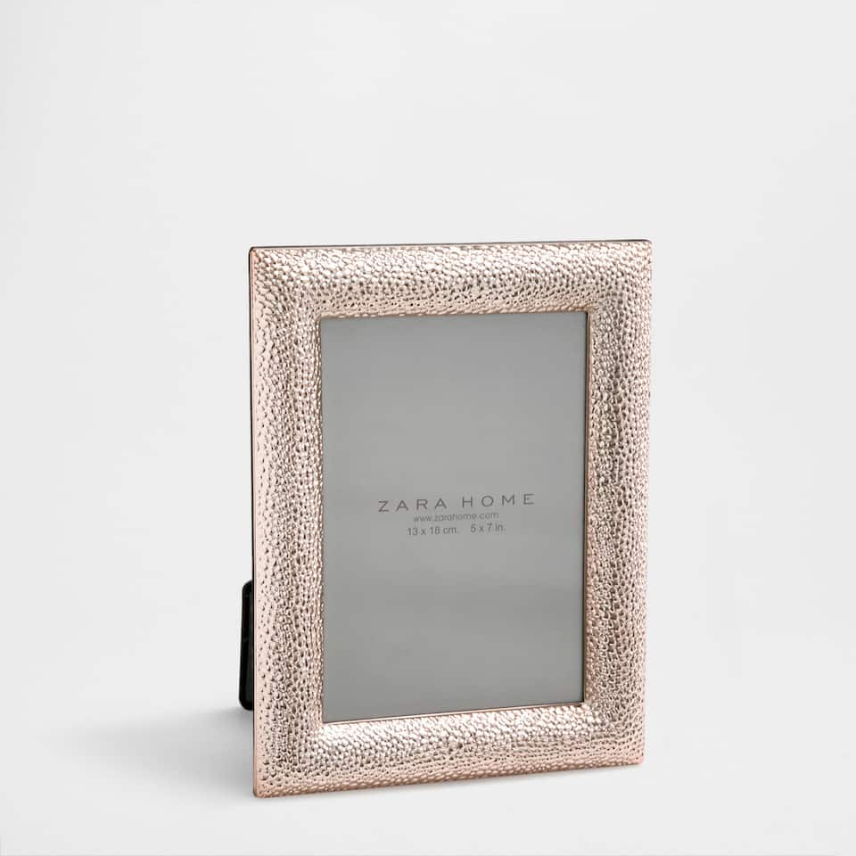 Rose gold hammered frame