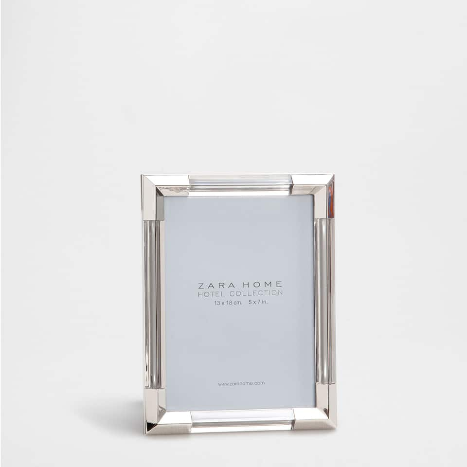 Acrylic frame with metallic corners