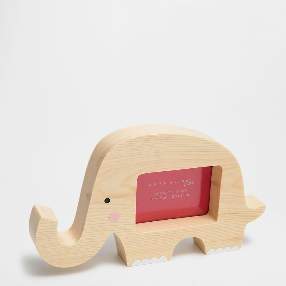 Elephant-shaped wooden frame