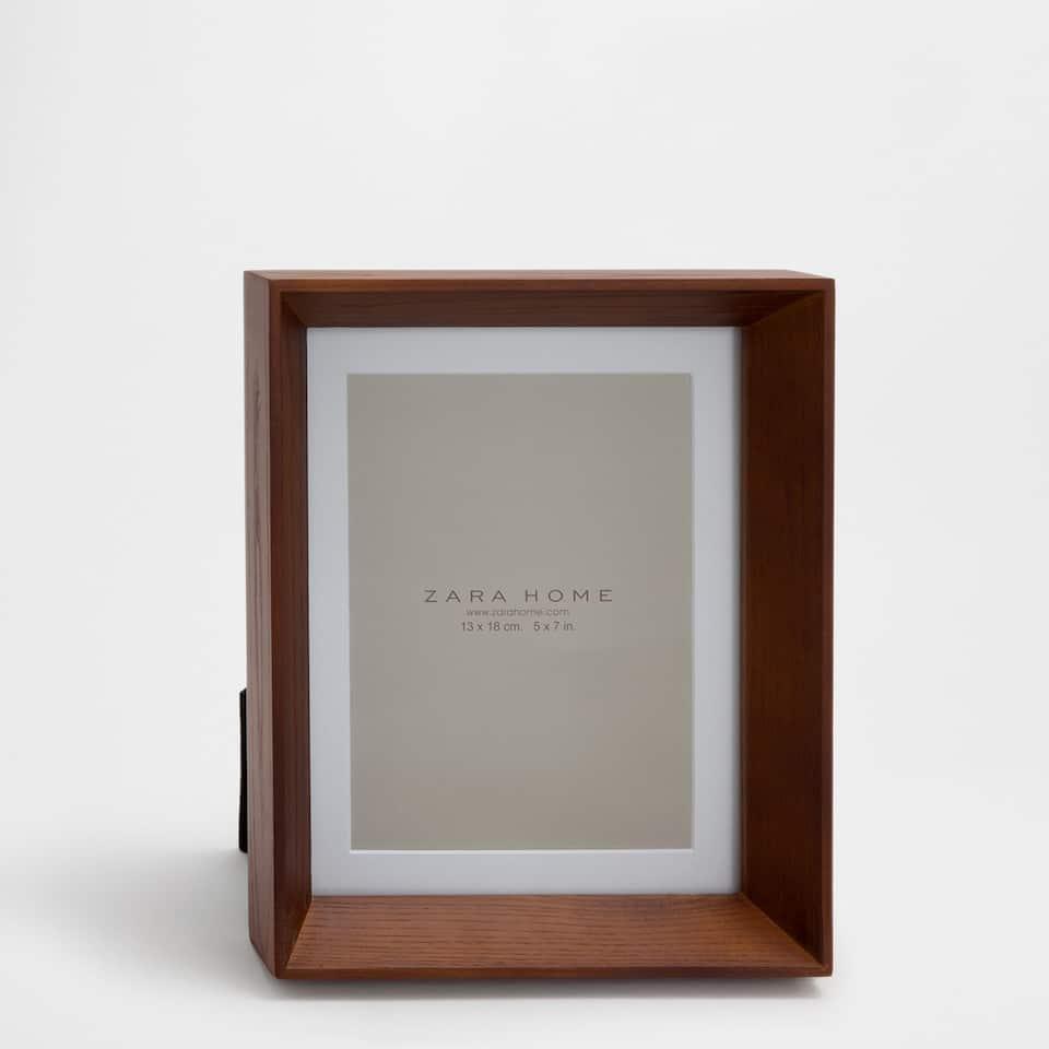 Dark wooden frame with passe-partout