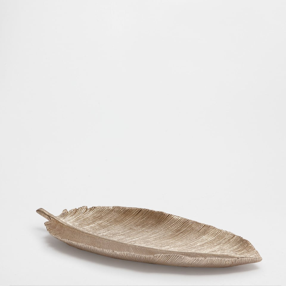 Golden leaf decorative figure