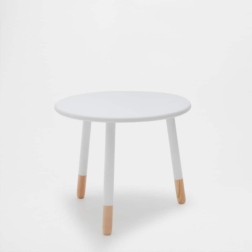 THREE-LEGGED WHITE TABLE
