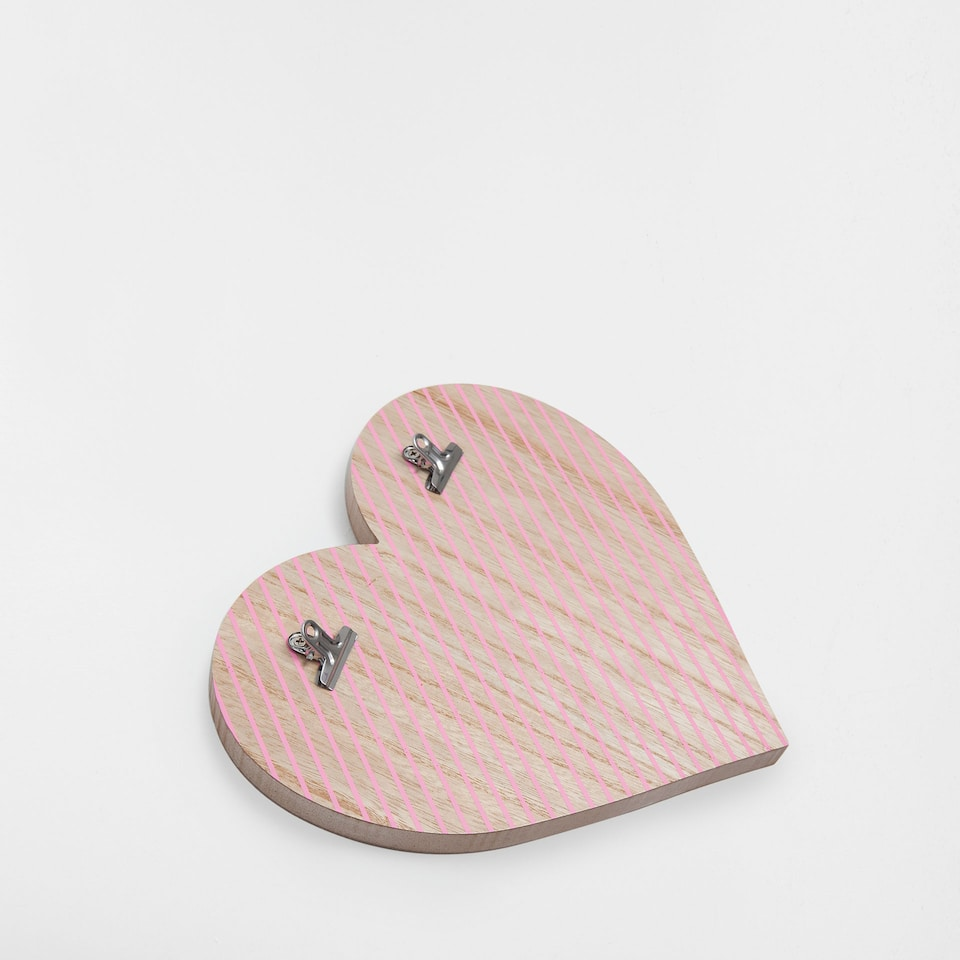 Heart-shaped decorative figure