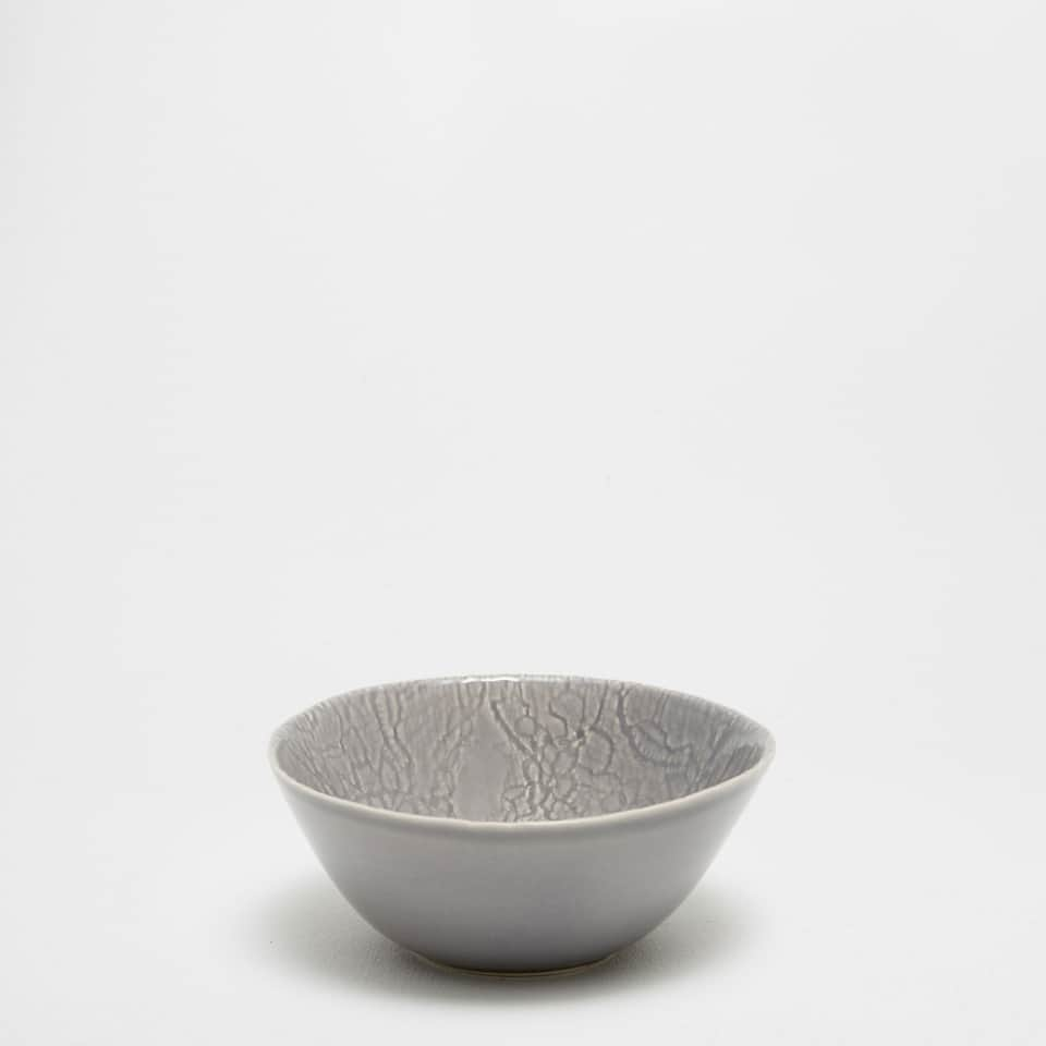 Earthenware bowl with a crackled effect