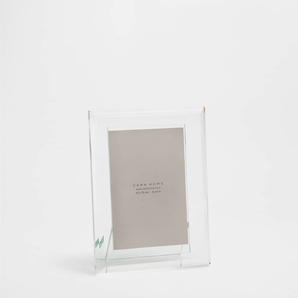 PLAIN TRANSPARENT FRAME
