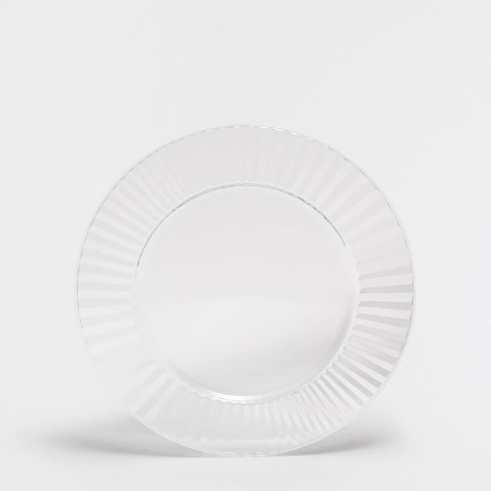 Wavy glass plate charger