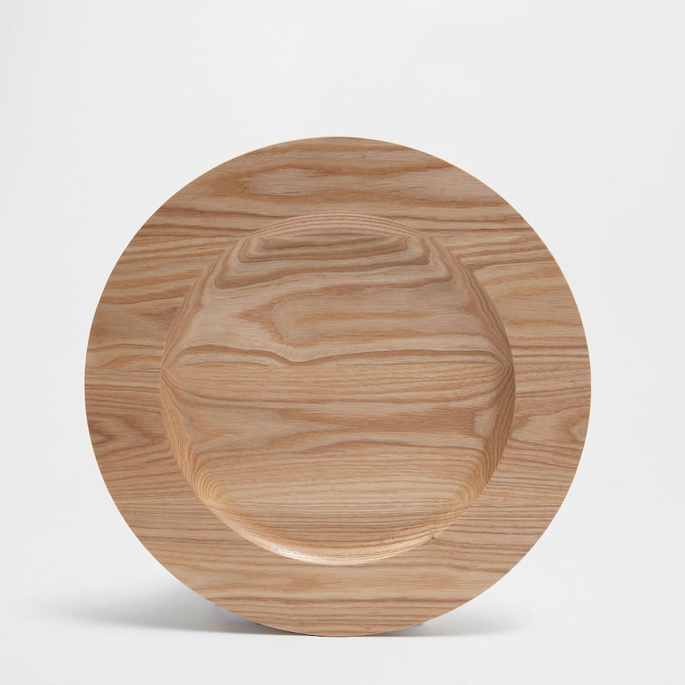 Wooden plate charger