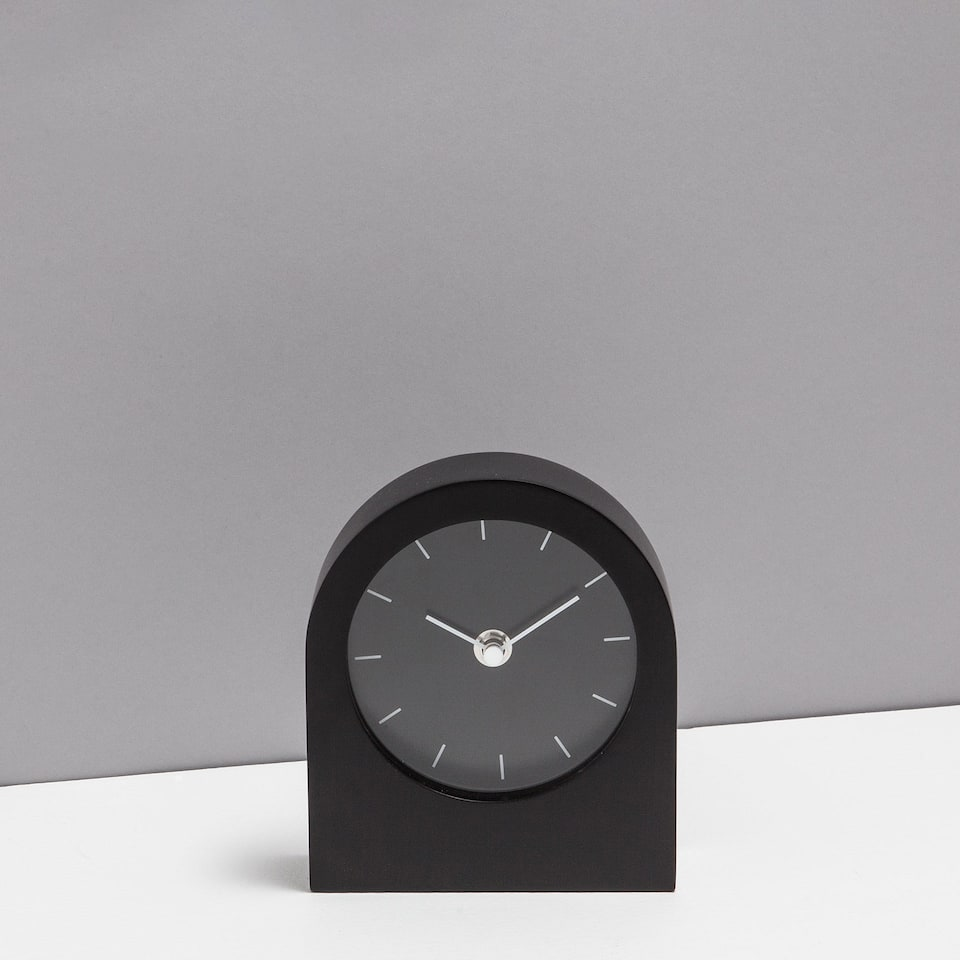 Black lacquered clock