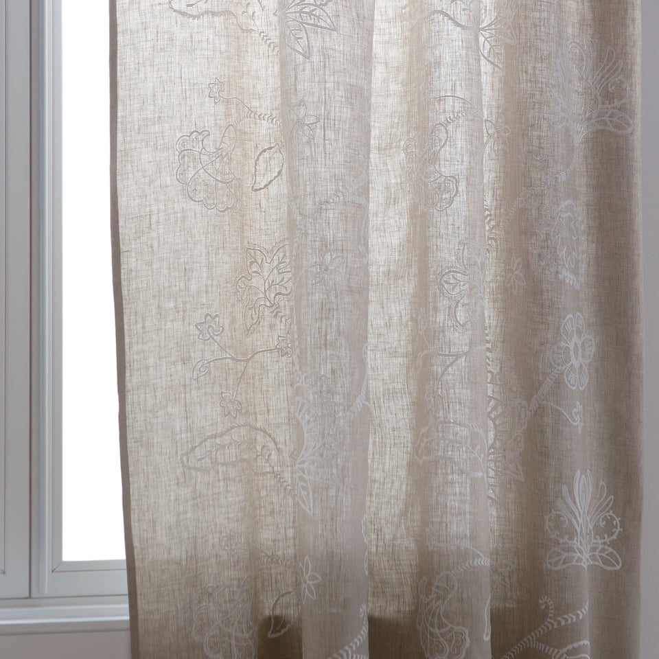 Natural-coloured embroidered flower curtain