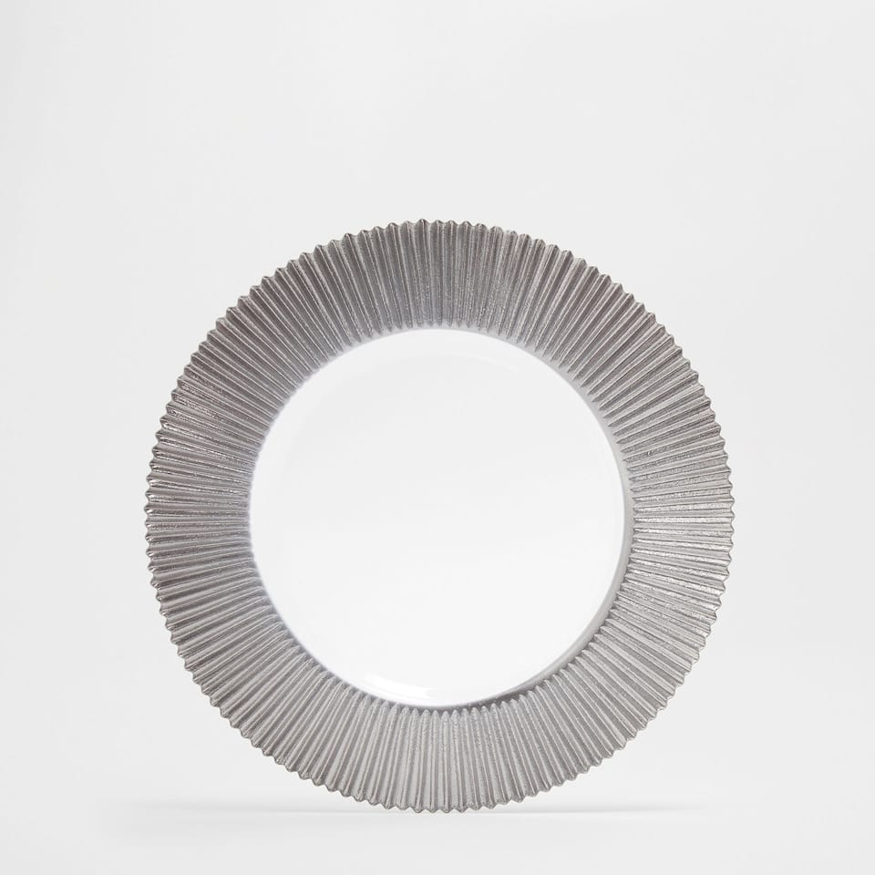 Plate charger with a raised silver edge